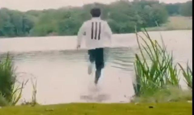 محمد صلاح يسير على الماء