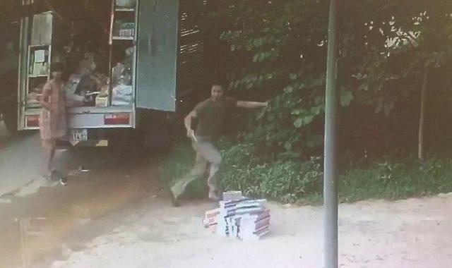 لحظة هروب الفيتنامى من الشاحنة المندفعة