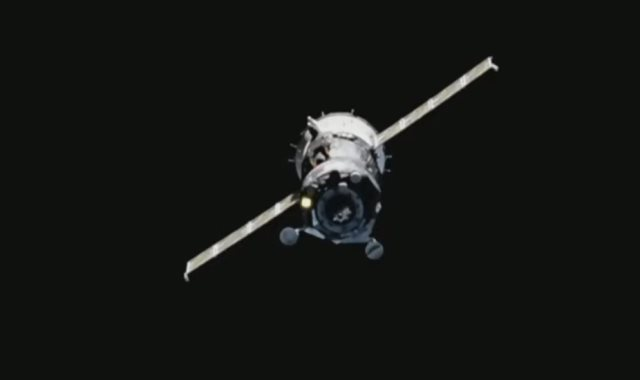 سفينة الفضاء الحاملة للروبوت شبيه الإنسان
