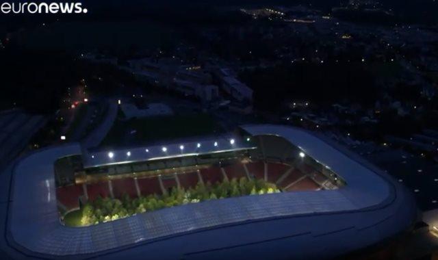 مشروع فني نمساوي يحول ملعب كرة قدم إلى غابة