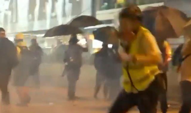 الشرطة تفرق المظاهرات في هونغ كونغ