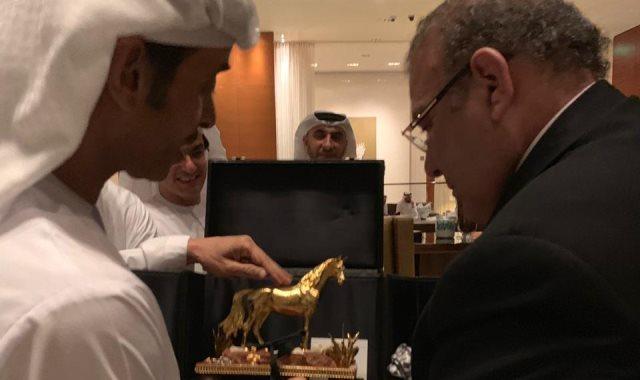 """الدكتور حسن راتب يتسلم درع """"الحصان العربى الذهبى"""""""