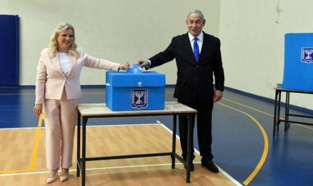 نتنياهو وزوجته يدليان بأصواتهما فى انتخابات الكنيست