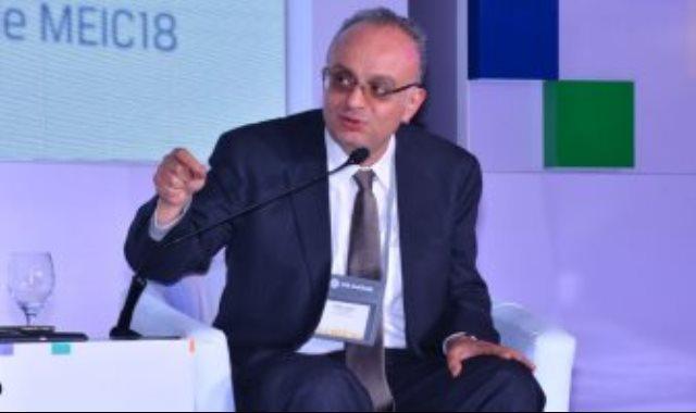 شريف سامى الخبير المالى والرئيس السابق للهيئة العامة للرقابة المالية
