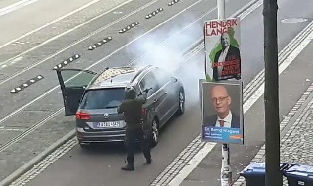 لحظة الهجوم على كنيس يهودي ومطعم تركي في ألمانيا
