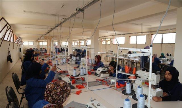مصنع ملابس - أرشيفة
