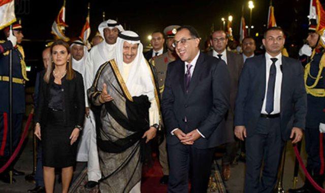 رئيس الوزراء يودّع نظيره الكويتى بمطار القاهرة