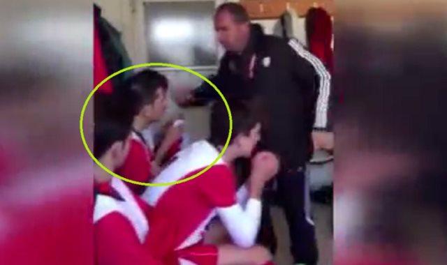 مدرب تركي يصفع لاعبيه عقابا على أدائهم
