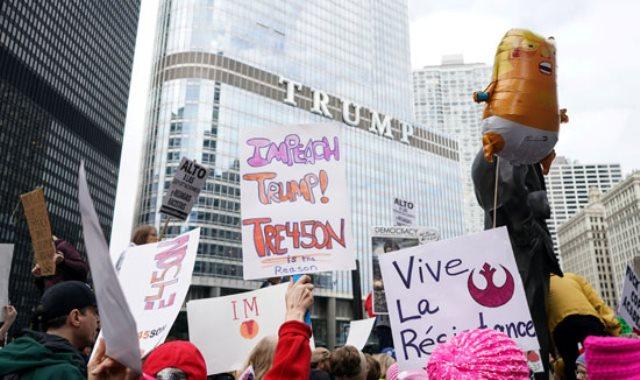 مظاهرات فى شيكاغو احتجاجا على زيارة ترامب وزوجته للمدينة