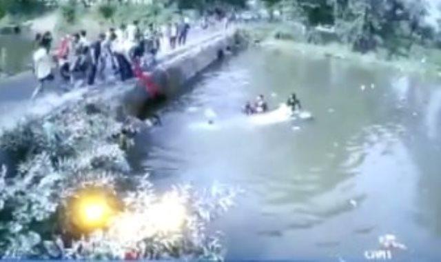 سقوط السياره فى النهر