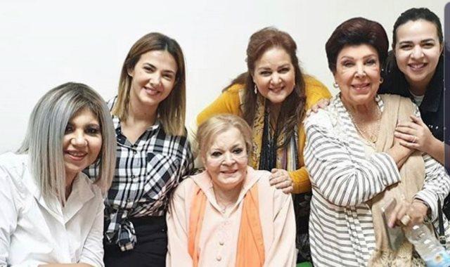 عائلة سمير غانم ورجاء الجداوى فى منزل نادية لطفى