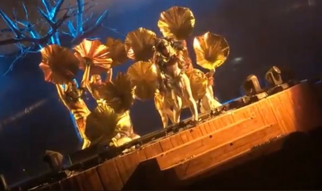 لحظة طعن مجهول لـ 4 من فرقة مسرحية فى حديقة الملز بالرياض