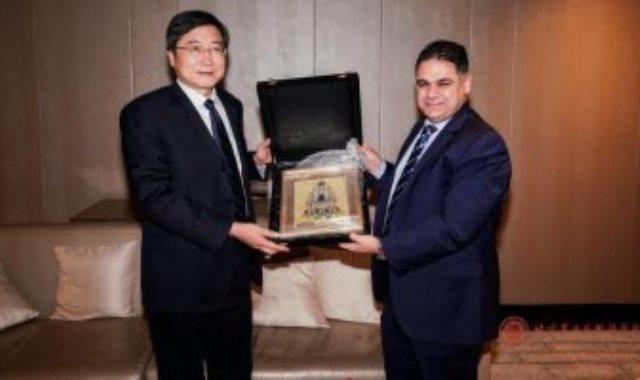 المهندس أحمد يوسف وتشانغ شيو نائب وزير الثقافة والسياحة الصينى
