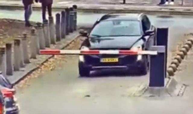 سيارة السائق الهولندى