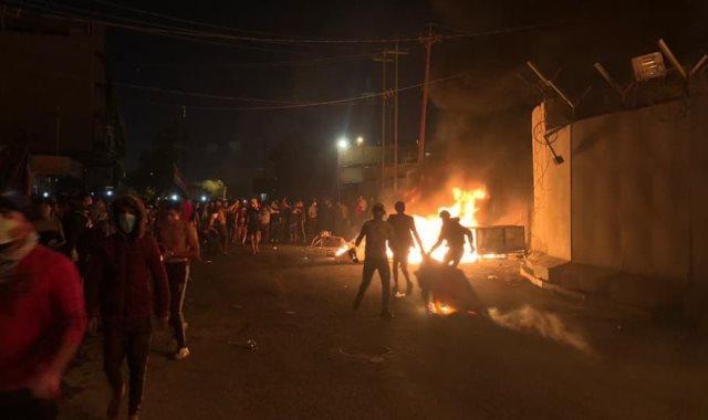 متظاهرون يحرقون قنصلية إيران فى النجف
