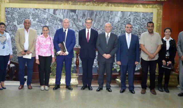 محافظ الأقصر يستقبل السفير البريطانى بالقاهرة لبحث التعاون وزيادة السائحين