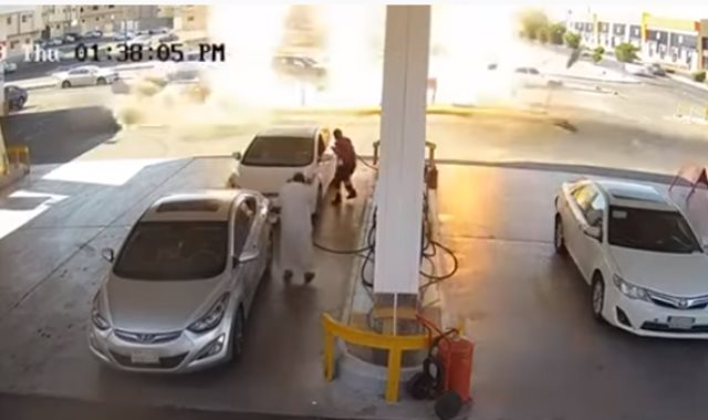 لحظة انفجار خزان وقود