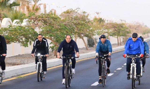 الرئيس يتجول بالدراجة فى شرم الشيخ
