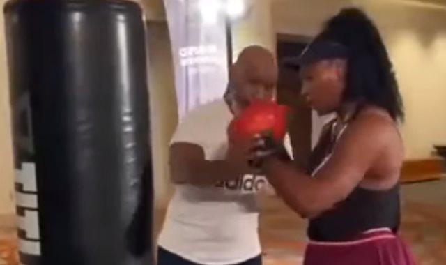 سيرينا ويليامز حصة ملاكمة على يد تايسون