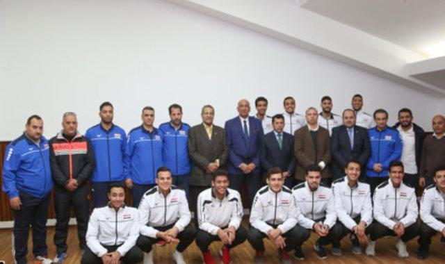 وزير الرياضة يكرم منتخب الطائرة