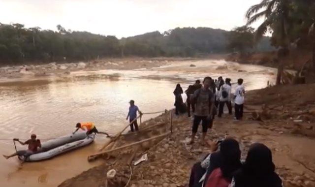 الفيضانات فى إندونيسيا