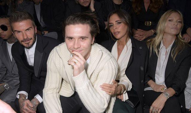 بيكهام وفيكتوريا وابنهما يحضرون عرض أزياء Dior