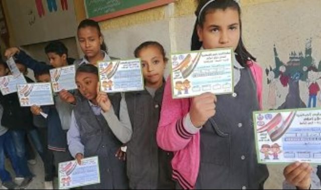 فحص طلبة المدارس بأرمنت ووسط المدينة للكشف المبكر عن أمراض الأنيميا والسمنة والتقزم