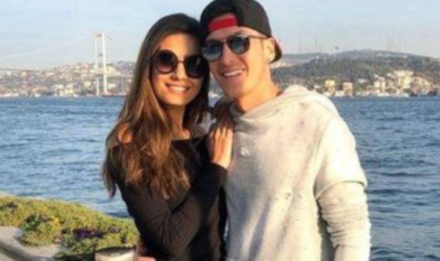أوزيل وزوجته