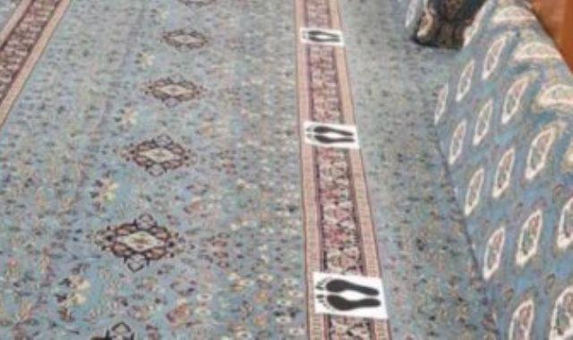 مساجد السعودية تضع علامات الاصطفاف الجديدة