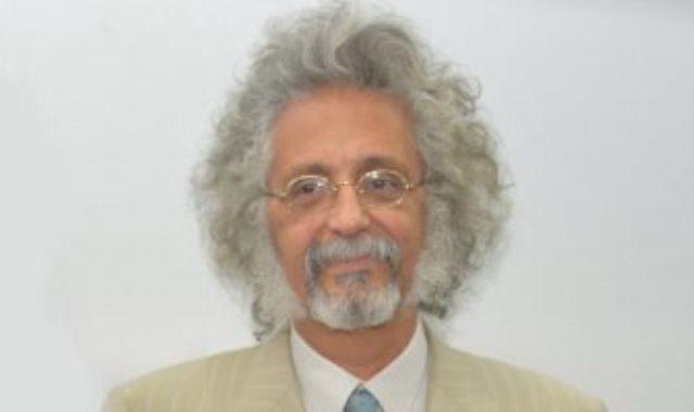 الدكتور حسين خيرى نقيب الأطباء
