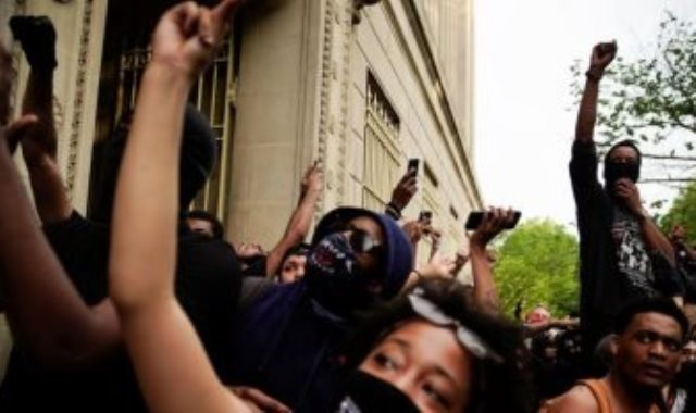 الاحتجاجات على مقتل المواطن الأمريكى جورج فلويد