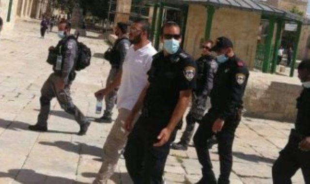 لحظة اعتقال حارس المسجد الاقصى