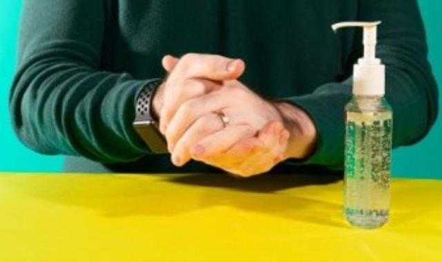 مخاطر معقم اليدين المحتوى على محول الخشب