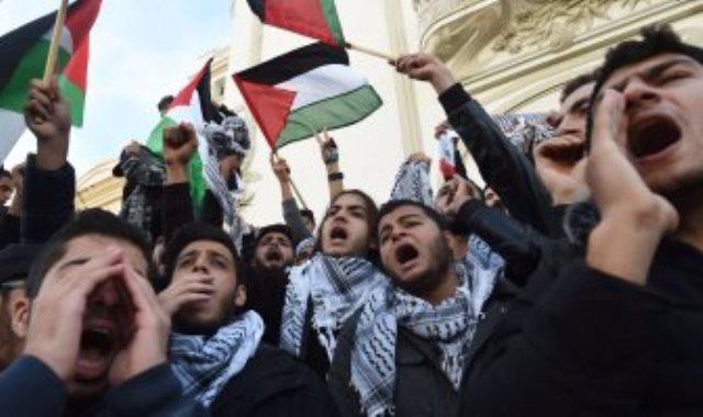 فلسطينيون