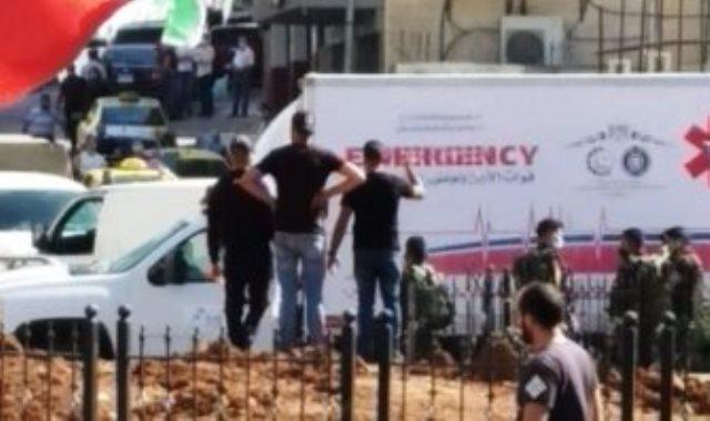 سيارة إسعاف تنقل السائق المصاب بكورونا