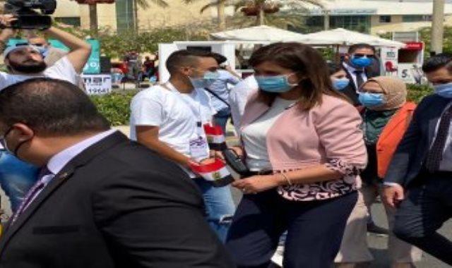 وزيرة الهجرة تدلى بصوتها فى انتخابات مجلس الشيوخ