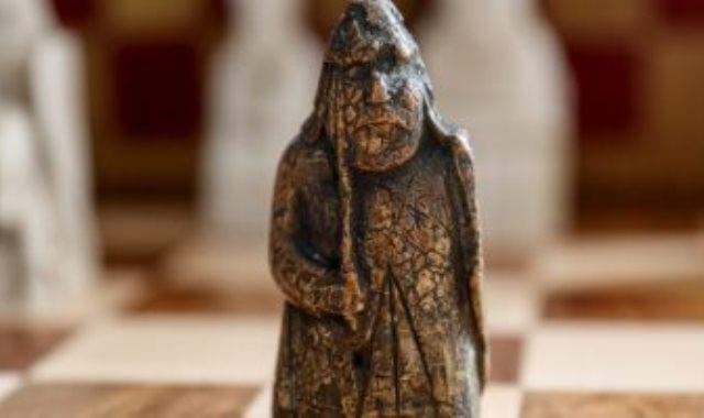 قطعة شطرنج قديمة