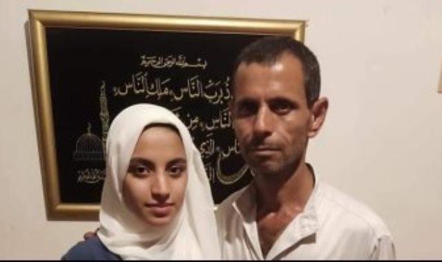 الطالبة هبة على حامد ووالدها حارس العقار