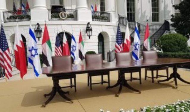 شاهد طاولة توقيع اتفاق السلام