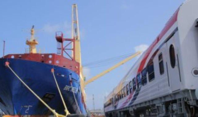 وصول دفعة جديدة من عربات ركاب السكة الحديد