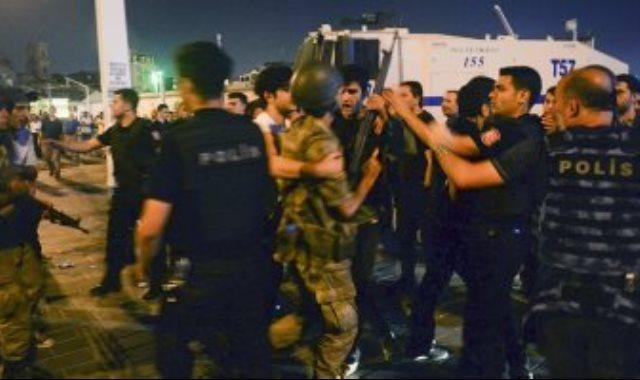 مشاهد سحل الضباط والجنود فى تركيا