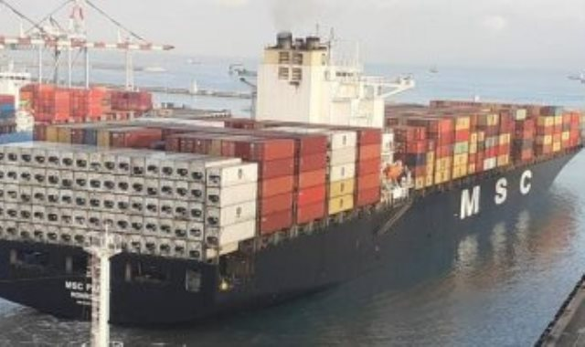 سفينة إماراتية تصل ميناء حيفا