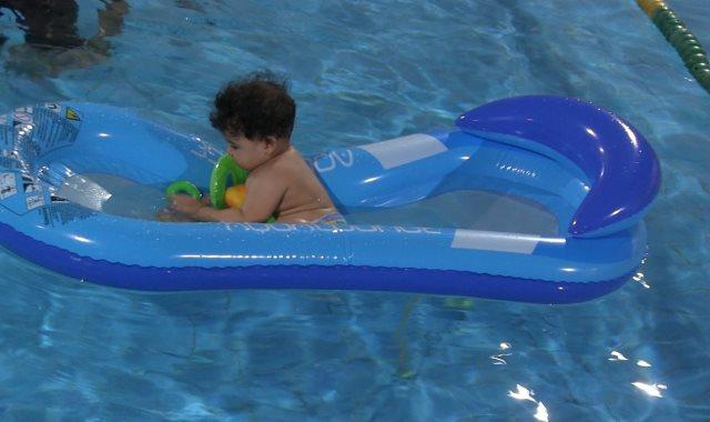 رضع تحت الماء  ..  أول مرة في مصر و التدريب من عمر شهرين