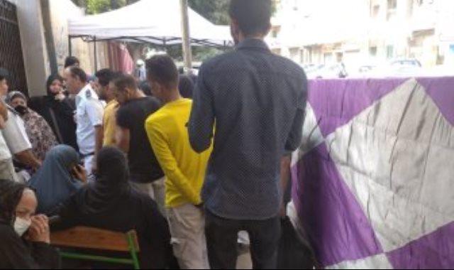 توافد المواطنين على اللجان الانتخابية