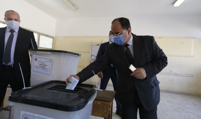 وزير المالية يدلي بصوته في الانتخابات البرلمانية