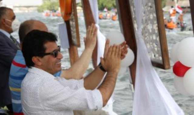 مهرجان قادرون باختلاف