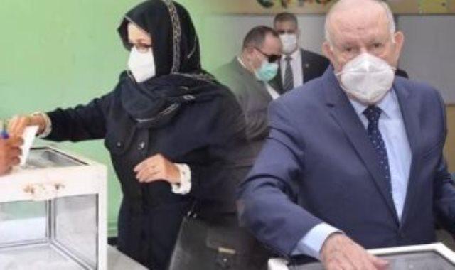 قائد الجيش - زوجة رئيس الجزائر