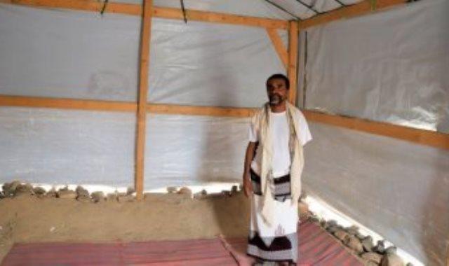 جانب من بناء المخيمات