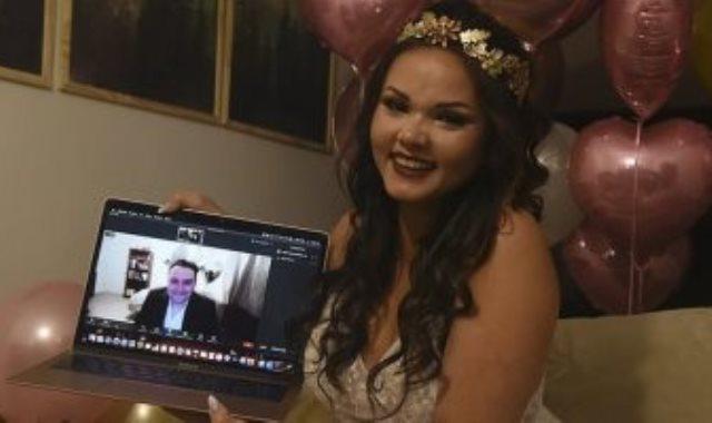 العروس خلال حفل الزفاف