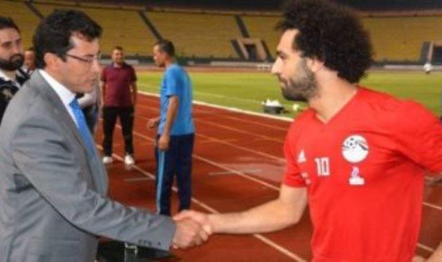 وزير الرياضة ومحمد صلاح